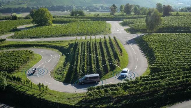 Cuando el sistema recibe información de otro vehículo, los motoristas reciben una alerta sonora.