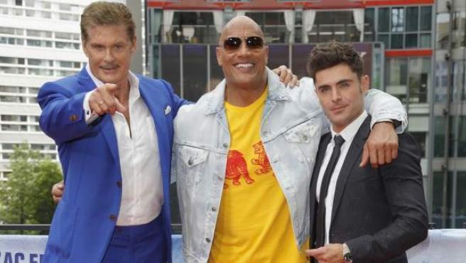 David Hasselhoff, Dwayne Johnson y Zac Efron presentan 'Baywatch' ('Los vigilantes de la playa').