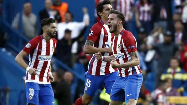 Saúl, centrocampista del Atlético, celebra su gol al Real Madrid.