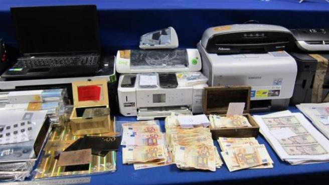 Material y billetes falsos intervenidos