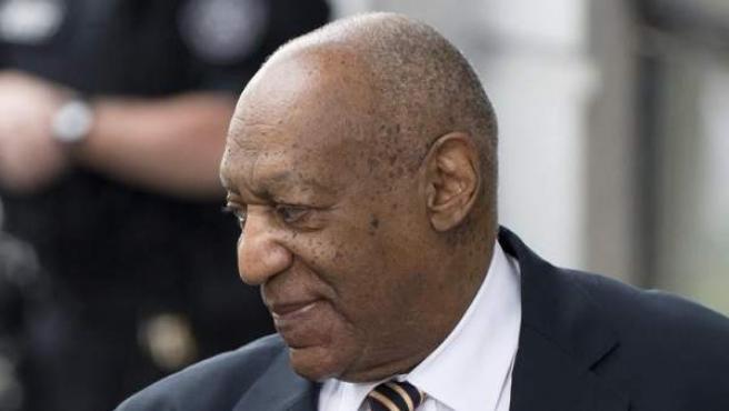 El cómico estadounidense Bill Cosby llega a la corte de Norristown, donde se enfrenta a su primer juicio por abusos sexuales, en Pensilvania, EE UU.