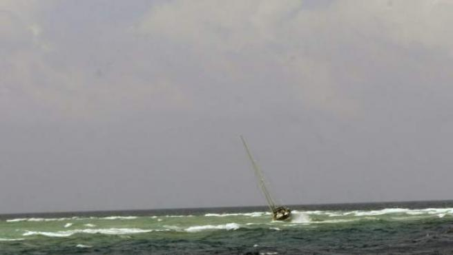 Imagen de un velero a la deriva.