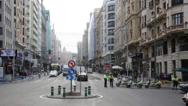 Cortes de tráfico en la calle Gran Vía de Madrid por Navidad.