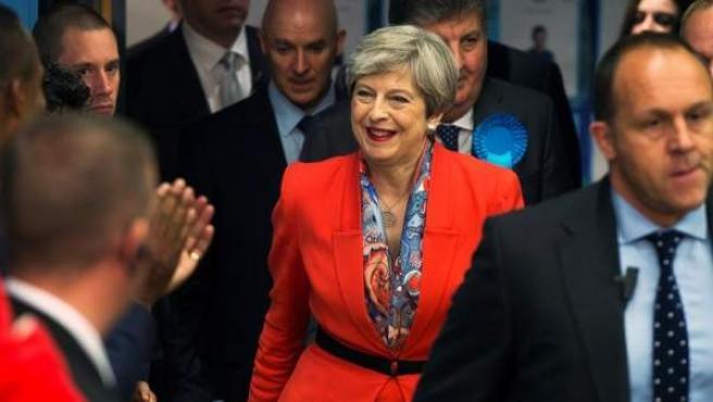 La primera ministra británica, Theresa May, tras confirmar su reelección por el distrito electoral de Maidenhead, Reino Unido.