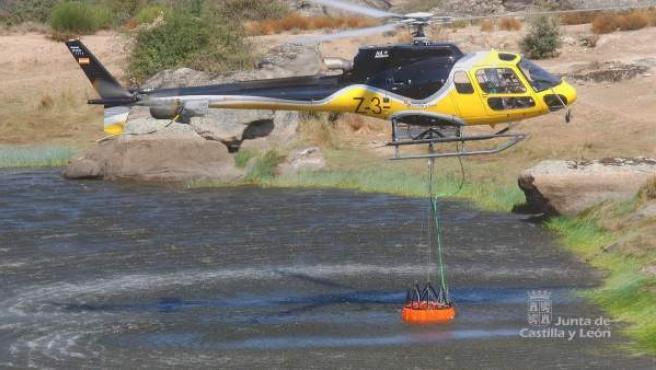 Imagen de uno de los helicópteros para apagar incendios