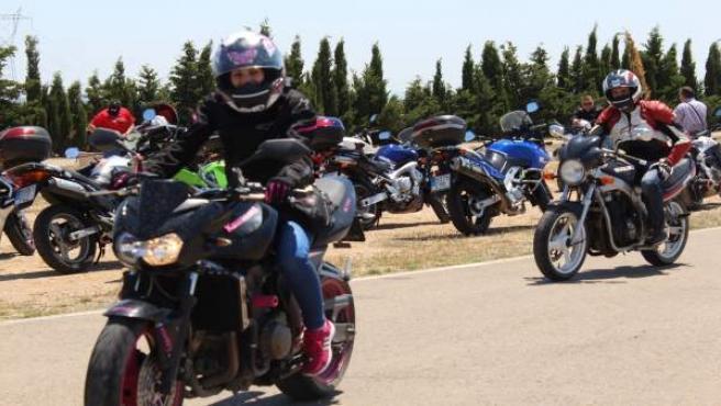 Más de mil moteros se concentran en Zuera a beneficio de Aspanoa.