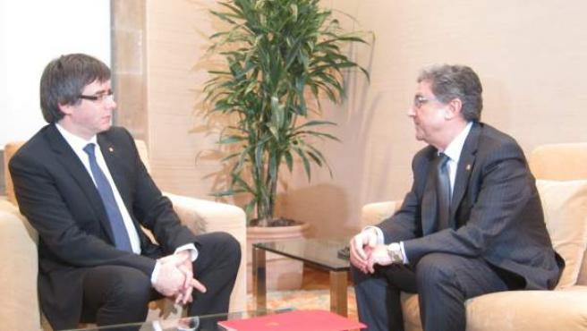 El presidente Carles Puigdemont y el delegado del Gobierno Enric Millo.