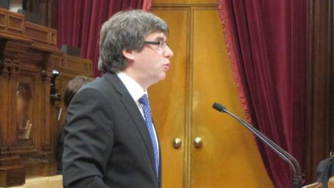 El presidente Carles Puigdemont en el pleno del Parlament.