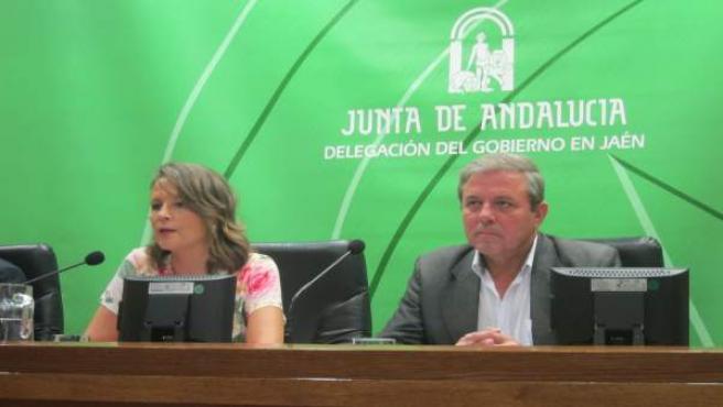 Ana Cobo y Juan Eugenio Ortega, en rueda de prensa.