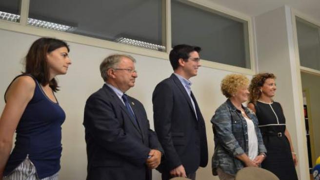 Antoni Postius, en el centro, con otros cuatro concejales de CiU