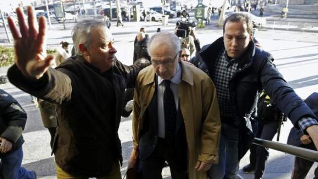 El exvicepresidente del Gobierno Rodrigo Rato llega al juzgado madrileño.