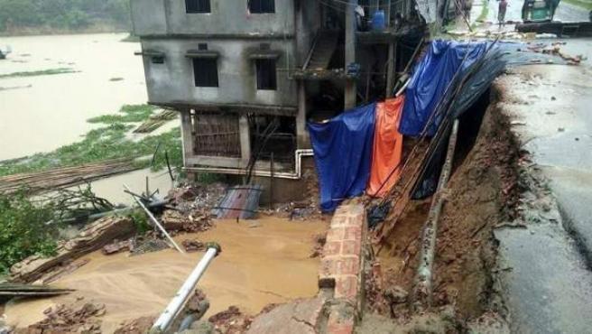 Efectos de las riadas y los desprendimientos de tierras en Rangamati (Bangladesh), tras tres días de intensas lluvias.