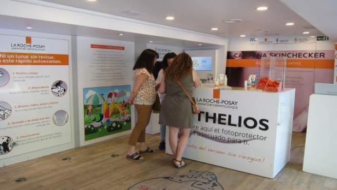Valladolid: interior del bús de la campaña 'Skinchecker