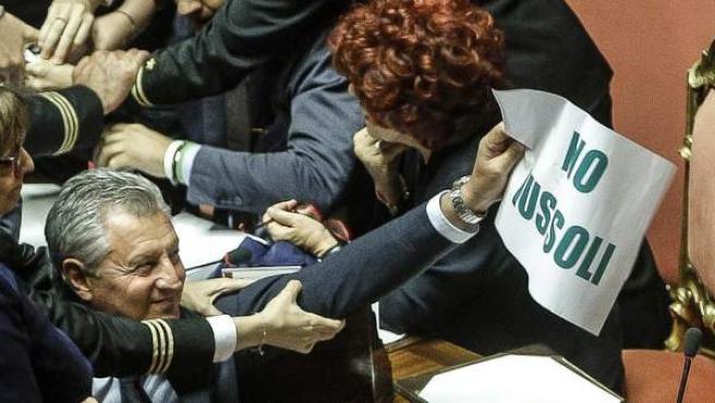 Bronca en el Senado italiano.