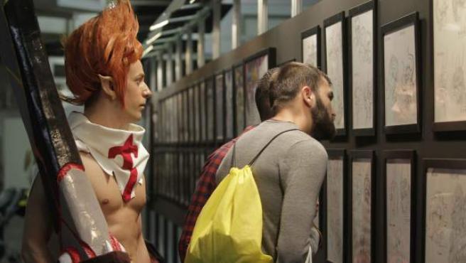 Unos visitantes recorren en Barcelona el XX Salón del Manga, que tiene entre sus invitados a los dibujantes Kengo Hanazawa, Takeshi Obata, Takehiko Inoue, Junichi Masuda y Shigeru Ohmori y que, además, se convierte en una ventana de la sociedad y la cultura japonesas.