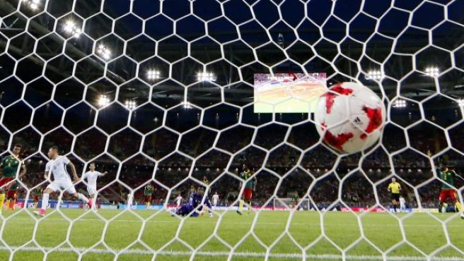 Gol en el Chile-Camerún.