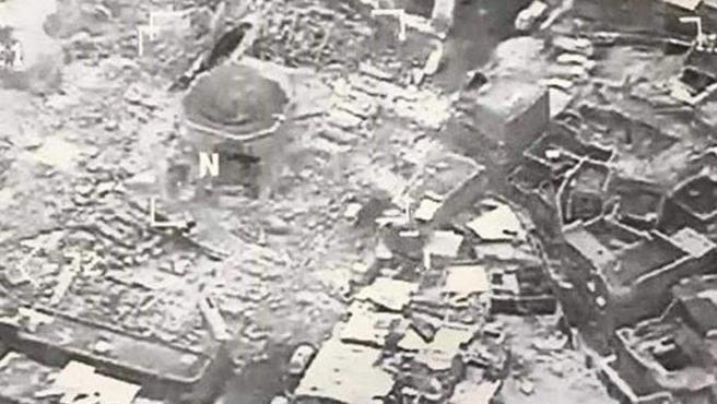 La mezquita Al Nuri, en Mosul (Irak), tras ser destruida por Estado Islámico, en una fotografía aérea distribuida por la Fuerza de Tarea Conjunta Combinada (CJTF) en Irak.