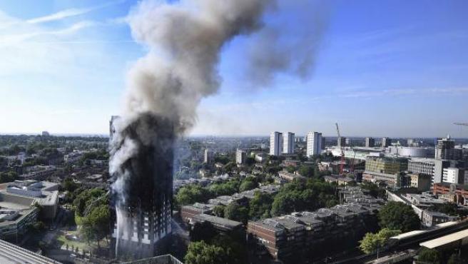 La Torre Grenfell arde en Londres.