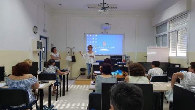 El curso se ha centrado en acercar la Administración Electrónica a las usuarias.