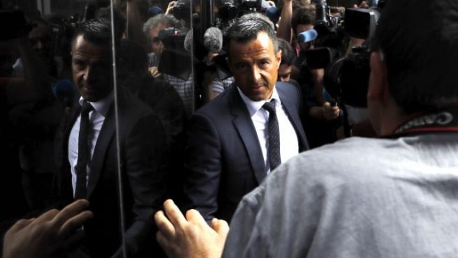 El agente de futbolistas Jorge Mendes a su llegada al Juzgado de Instrucción número 1 de Pozuelo de Alarcón (Madrid) para declarar en el marco de la investigación por el presunto fraude fiscal cometido por el futbolista Radamel Falcao.