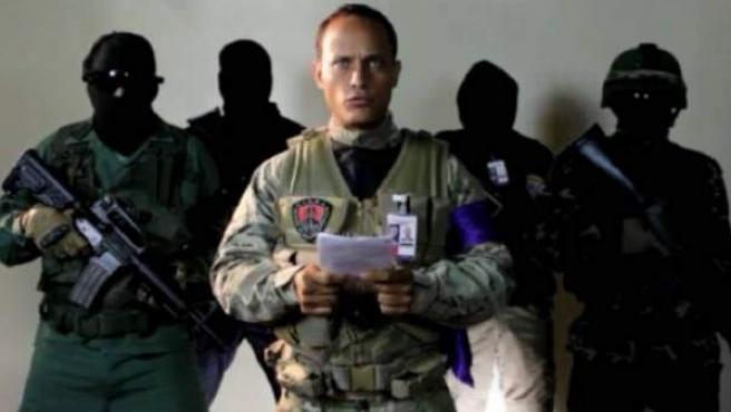 Captura del vídeo publicado en Instagram por el inspector de policía venezolano Óscar Pérez, leyendo un comunicado.