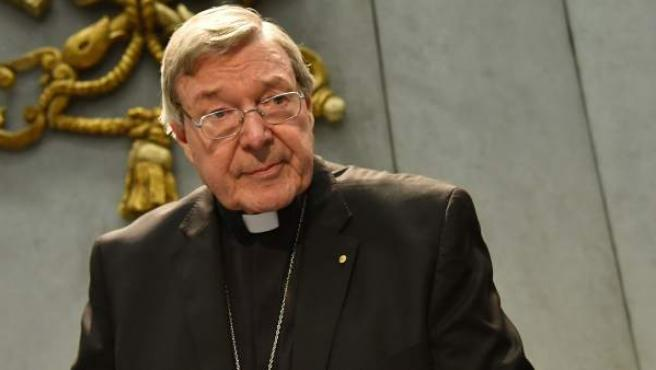 El cardenal George Pell comparece ante los medios para defenderse tras ser imputado por pederastia.