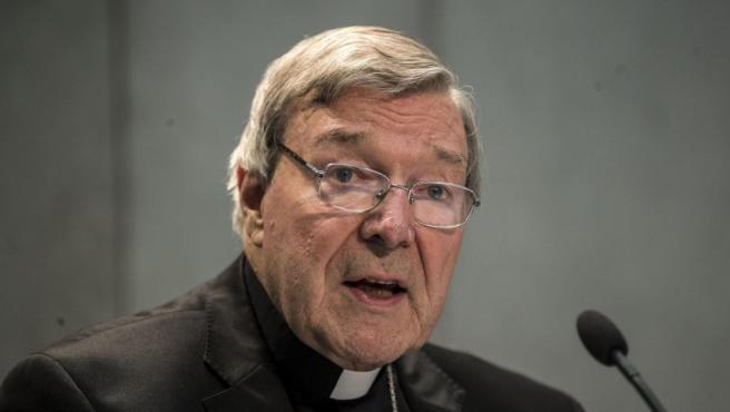 """El cardenal australiano George Pell, responsable de Finanzas del Vaticano, en el Vaticano. Pell dijo que está """"deseando comparecer"""" ante la Justicia y que es """"inocente"""" de los cargos de presunta pederastia presentados en su país."""