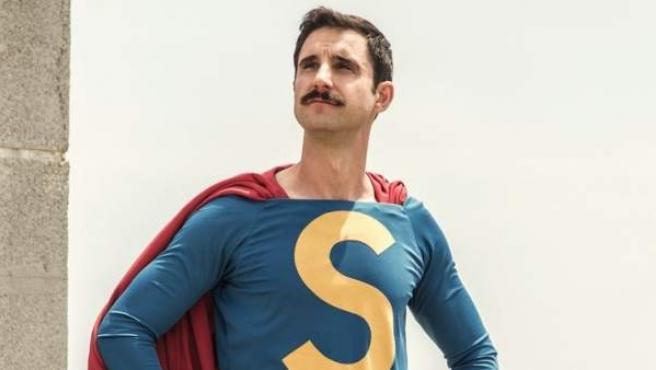 Dani Rovira interpreta el papel protagonista en la nueva película 'Superlópez'.