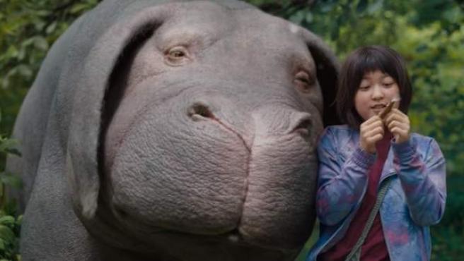 Escena de la película 'Okja', producida por Netflix.