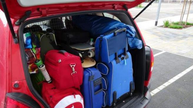 Si juntas todo el equipaje y lo separas por tamaños, tendrás una idea general de todos los elementos sabrás cuáles tienen que ir primero.