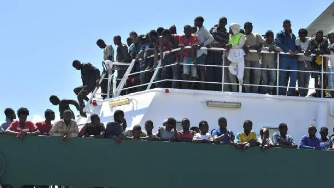 Miles de migrantes llegaron a Italia durante la pasada semana.