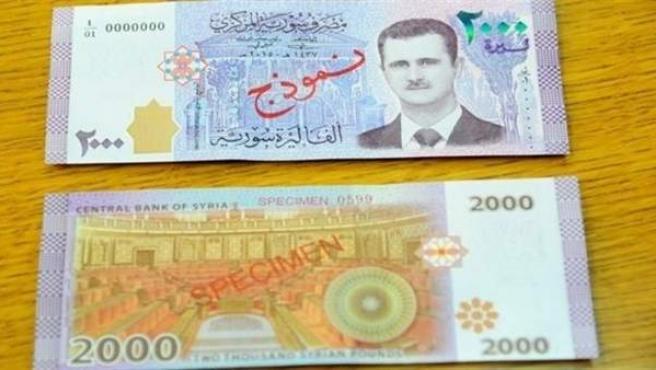 Billete sirio con la cara impresa de al-Assad.