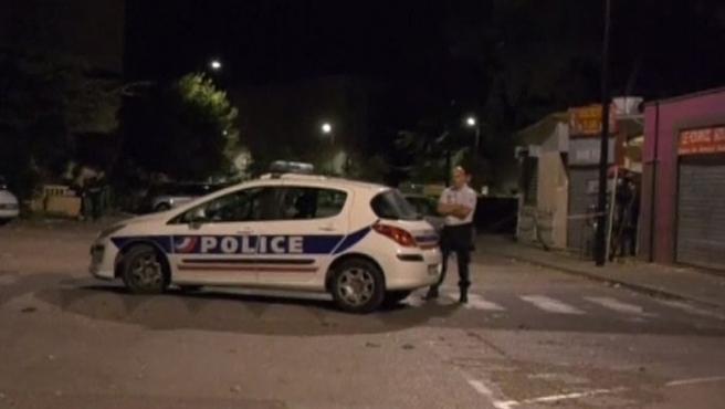 Despliegue policial tras un tiroteo cerca de una mezquita en Aviñón (Francia).
