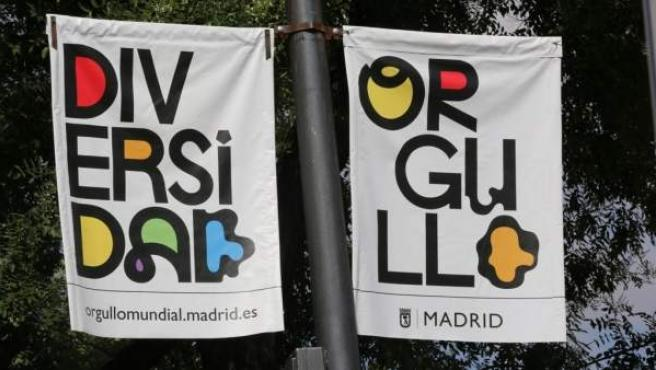 Carteles en Madrid por el World Pride, Orgullo Mundial.