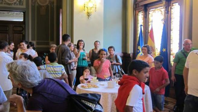 Niños saharauis en la Junta General del Principado de Asturias