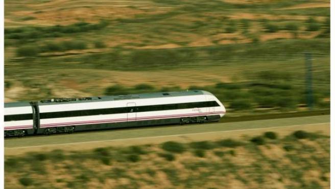 Tren de Alta Velocidad-Larga Distincia entre Madrid y Huelva.