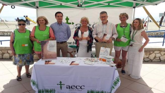 Campaña aecc voluntarios málaga protección solar