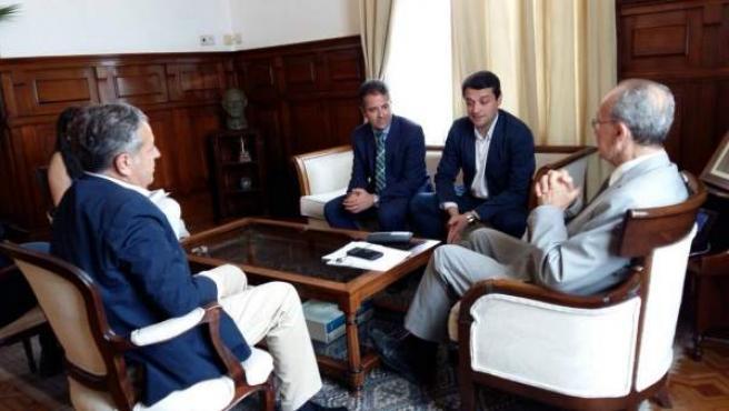 Bellido (centro) en la reunión en Málaga