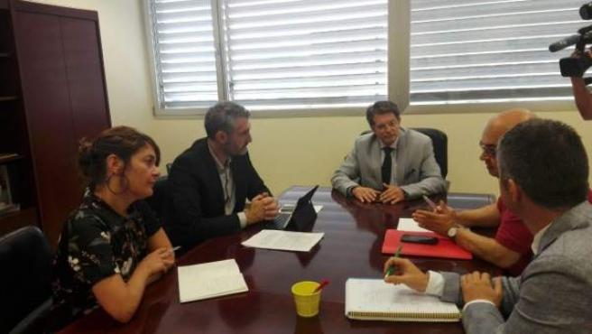 Imagen del encuentro de los responsables de Podemos con el consejero