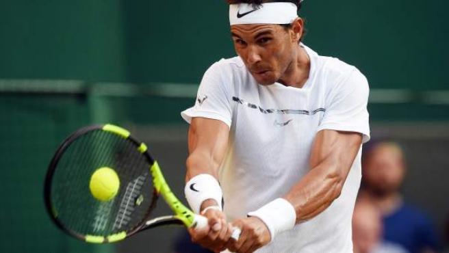 Rafa Nadal, ante Young, en Wimbledon.