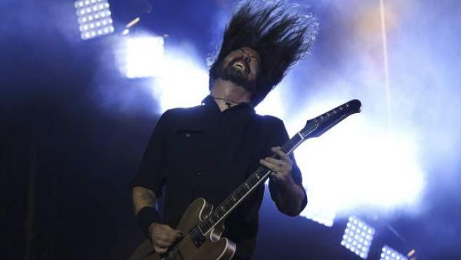 Dave Grohl, integrante del grupo estadounidense Foo Fighters, durante su actuación esta noche en el Mad Cool Festival de Madrid.