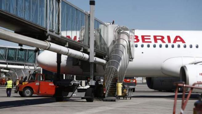 Embarque en un avión de Iberia.