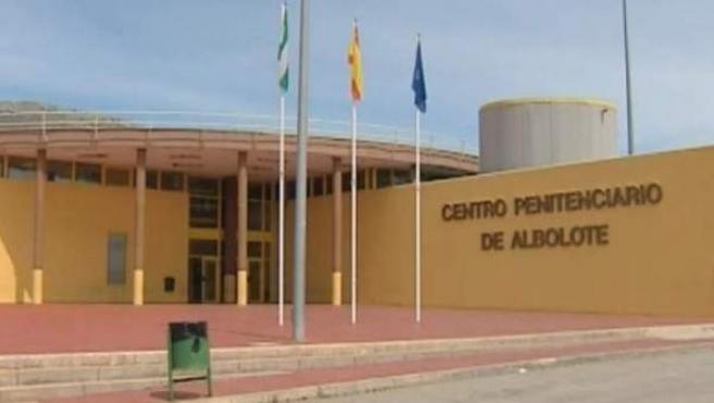 Fachada del centro penitenciario de Albolote, en la provincia de Granada.