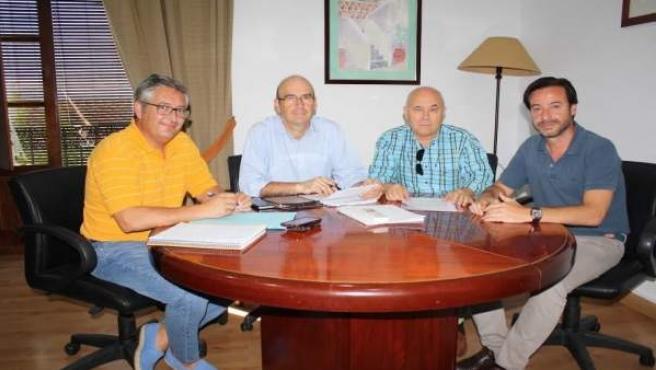 Carmona (segundo por la izda.) y responsables del colegio de agentes comerciales