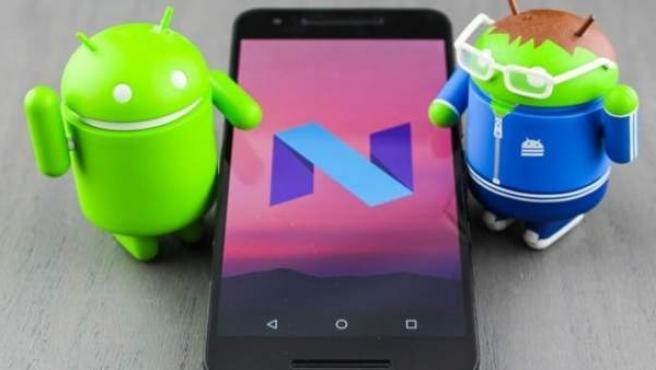 Un móvil con el logo de Android 7.1 Nougat.