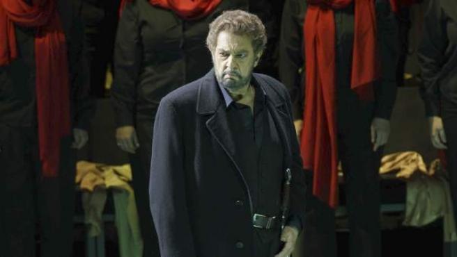 Imagen facilitada por el Teatro Real del tenor Plácido Domingo, durante el estreno de la ópera 'Macbeth' en el Teatro Real de Madrid.