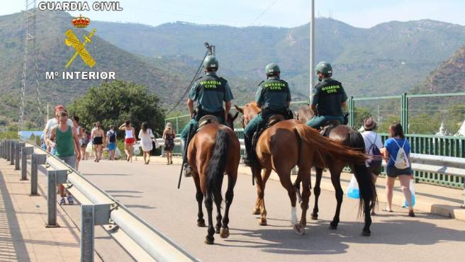 ESCUADRON DE LA GUARDIA CIVIL VIGILANDO EN EL FIB