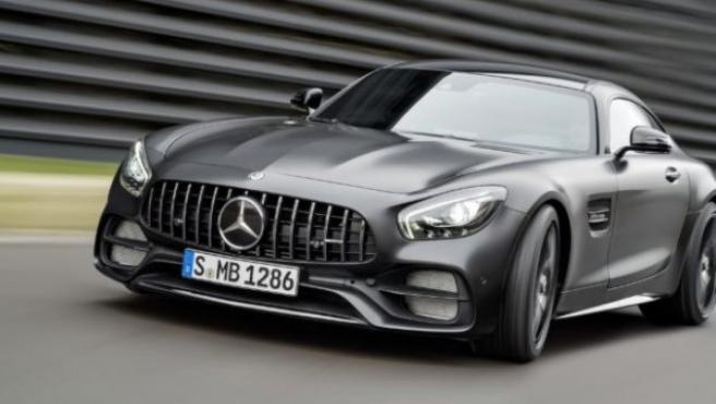 """La compañía alemana también ha presentado este vehículo ya visto en el Salón de Ginebra. Se trata de una berlina híbrida con aspecto de cupé con la que se """"celebra"""" el 50º aniversario de la fundación de AMG. Más información del Mercedes-Benz AMG GT Concept."""
