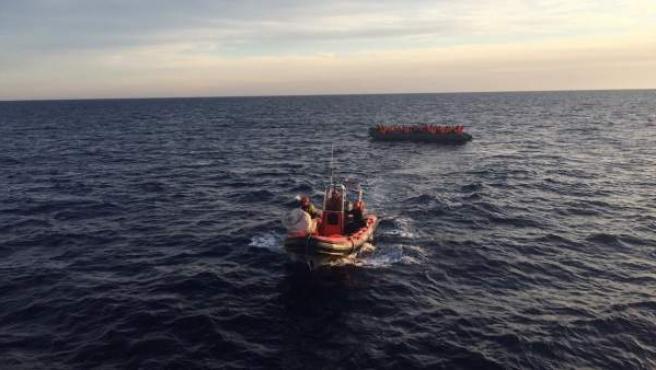 Imagen de archivo de un rescate de migrantes en el Mediterráneo.