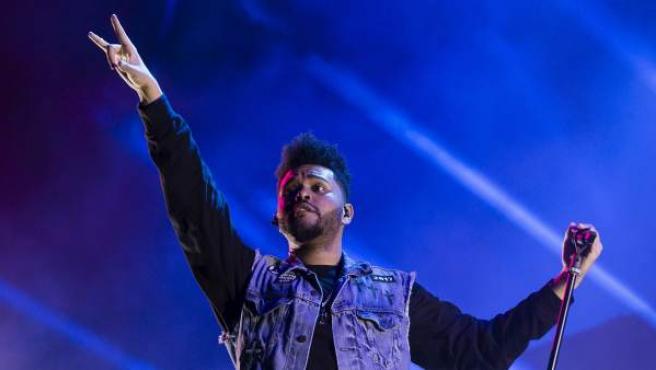 El cantante y compositor canadiense The Weeknd durante su actuación esta noche en la primera jornada del Festival Internacional de Benicassim 2017.
